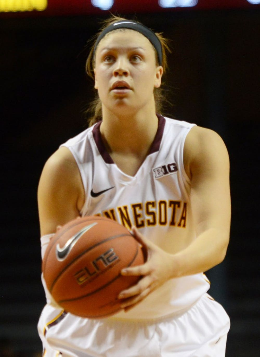 Stollings begins Gophers coaching career with a victory