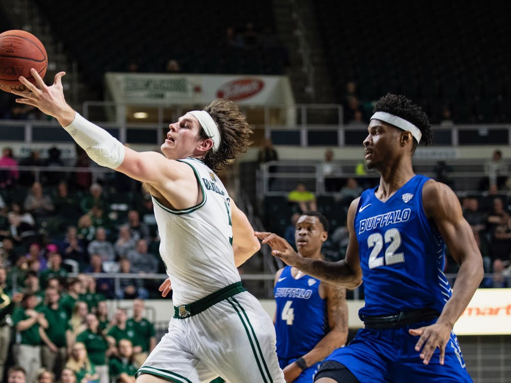 Ohio's Ben Vander Plas (#5) catches the ball against Buffalo's Laquill Hardnett (#22) during its game on Tuesday, Feb. 25, 2020 in The Convo. (via Ohio Athletics)