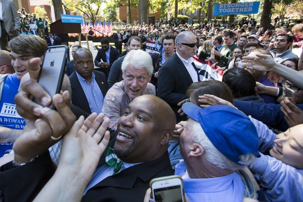 Bill Clinton rallies students in Athens