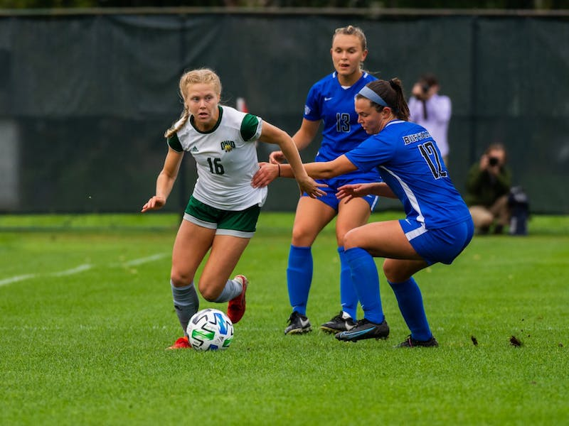 Abbey Townsend (#16) dribbles the ball around the Buffalo defender on Sept. 23, 2021.