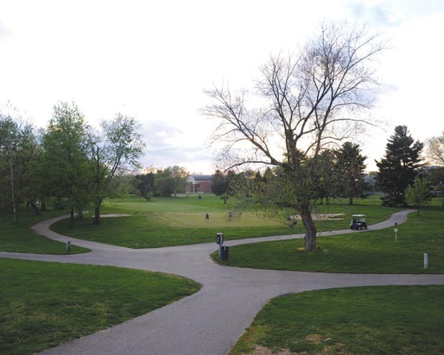 Golfers gravitate toward on-campus course for recreation
