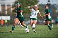 Sydney Leckie passes upfield during Ohio's game against Eastern Michigan University on September 22, 2017. Ohio won the game in overtime 2-1 (Blake Nissen | Photo Editor)