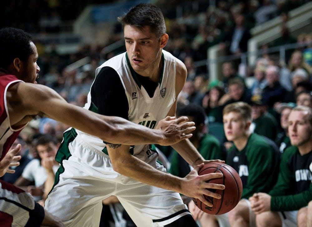Men's Basketball: Kenny Kaminski masterfully picks apart Falcons with 22 points