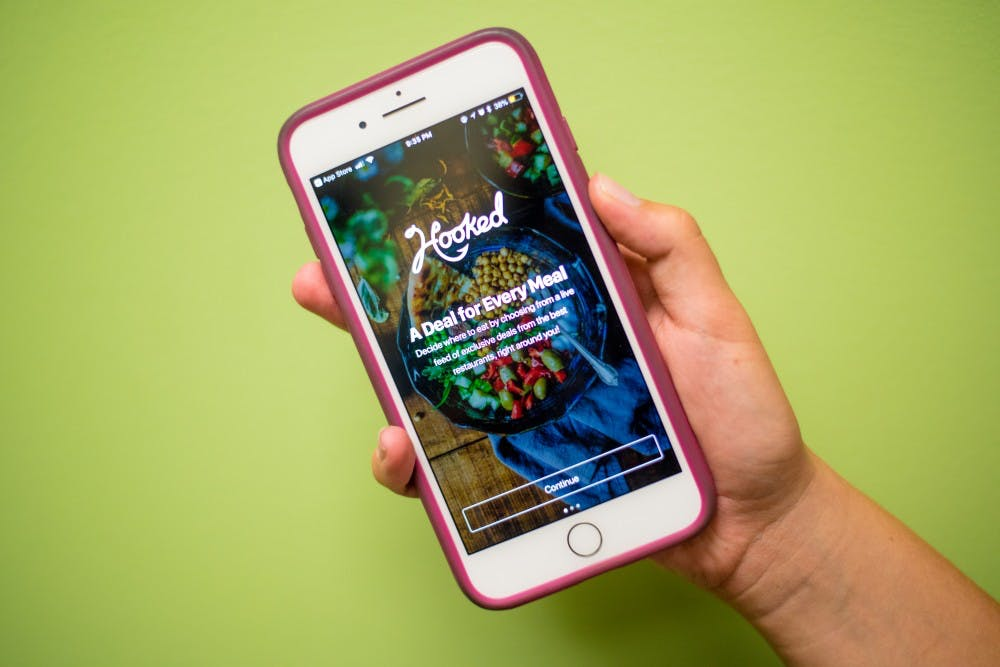 New app, Hooked Deals, looks to bring food and drink specials right to students