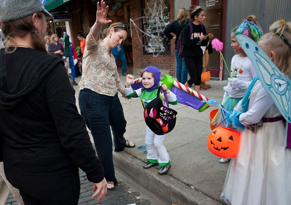 Athens Community Center hosts family-friendly Halloween Game Night