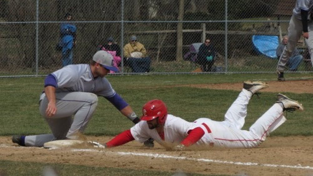 Sean Kettering diving back to first.