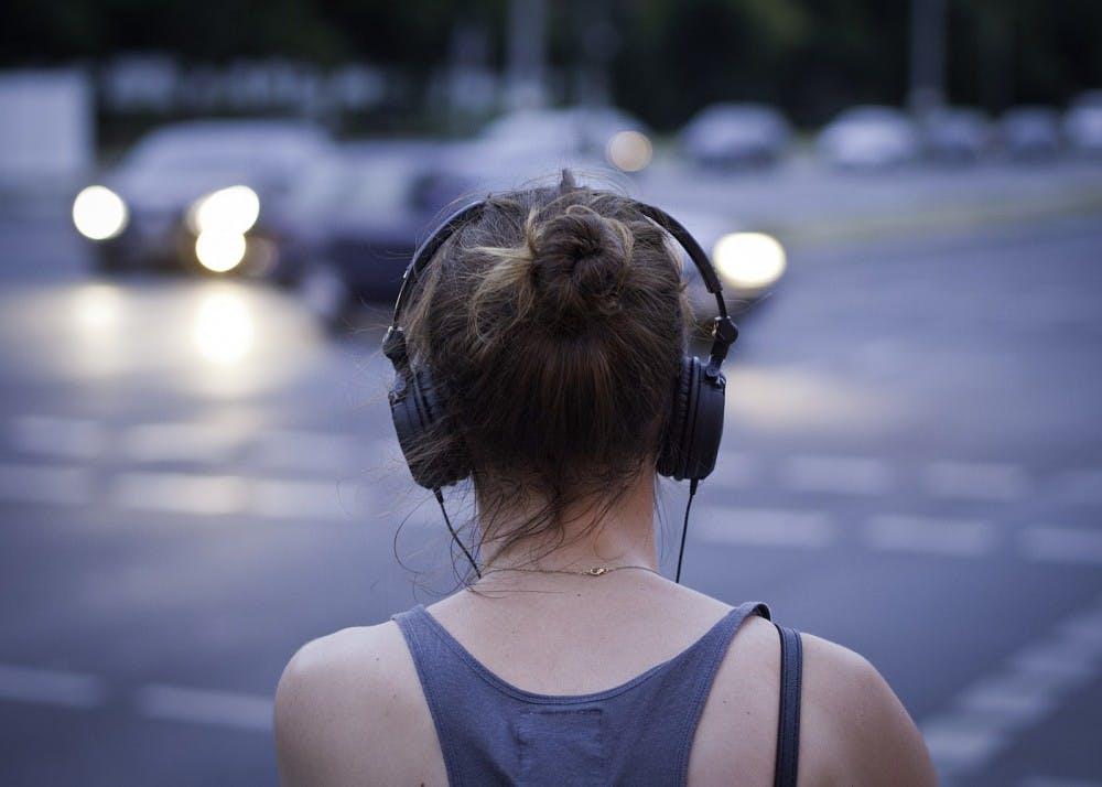 woman-with-headphone-43218652
