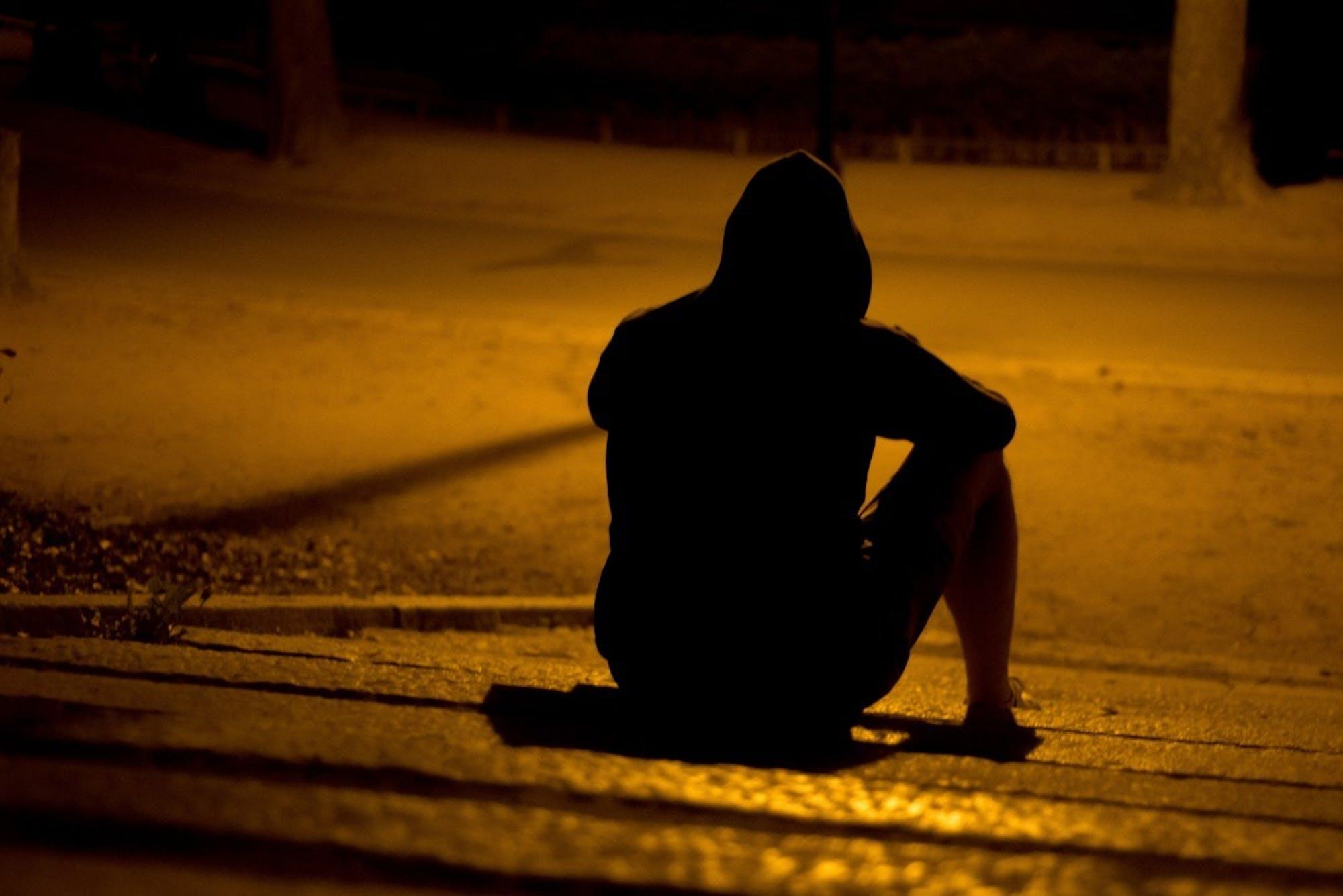 man_lonely_park_night_dark_mystery_alone_male-623883