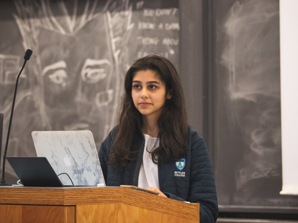 Virk recapped her meeting with the Graduate Student Government during Sunday's senate meeting. Source: Brad Spicher / USG
