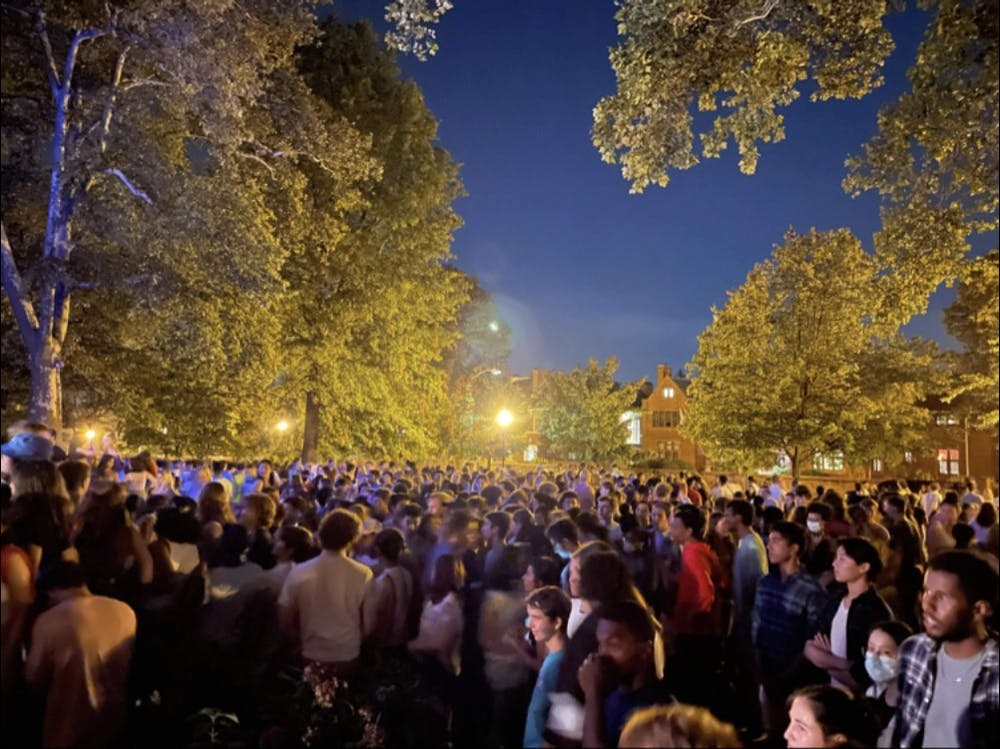 <h5>The crowd outside Colonial Club on Sept. 17</h5> <h6><strong>Cataleya Jiang </strong>'23</h6>