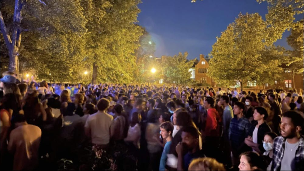 The crowd outside Colonial Club on Sept. 17 Cataleya Jiang '23