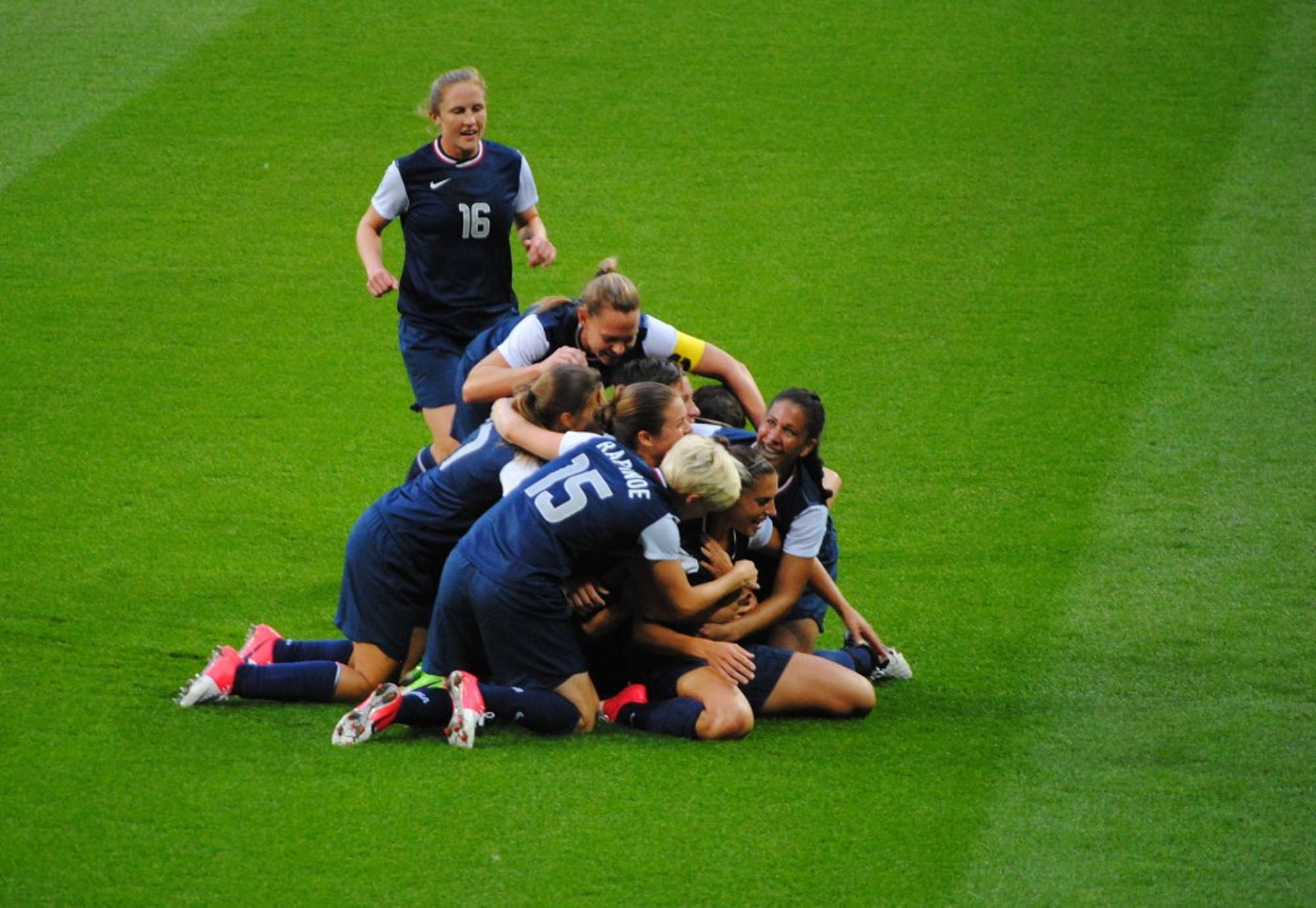 us-womens-soccer-team-pileon-vs-japan-olympic-gold-medal-match-august-9-2012-2