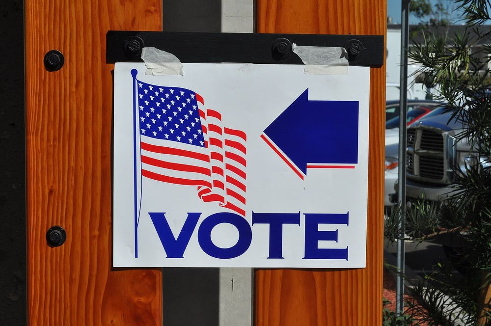 """<h6>""""Voting in the United States"""" by Tom Arthur / <a href=""""https://commons.wikimedia.org/wiki/File:Voting_United_States.jpg"""" target=""""_self"""">CC SA 2.0</a></h6>"""