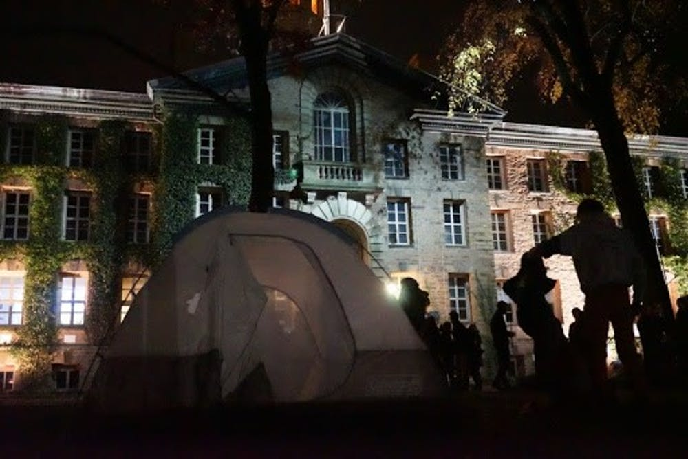 <h5>Student protestors set up tents outside Nassau Hall.</h5> <h5>Courtesy of University Press Club live-blog</h5>