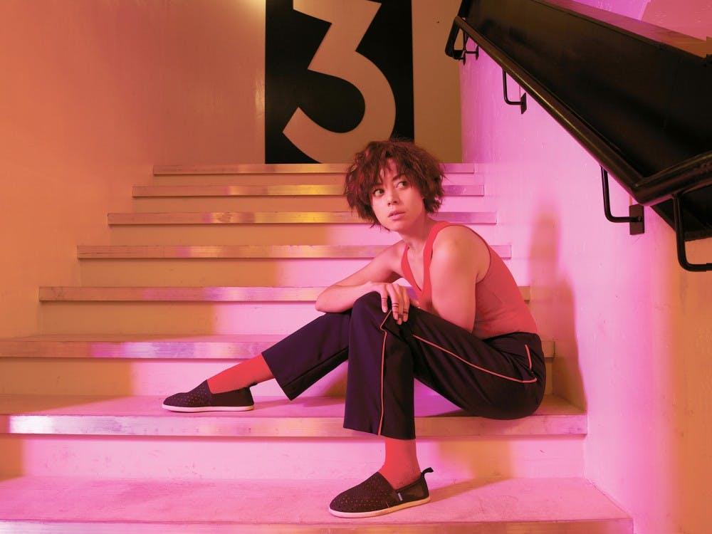 4_aubreyplaza_lenny_stairway_0236_f