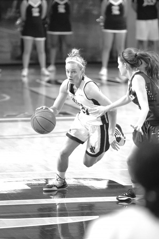 women_basketball_bw_yvonne_carrillo