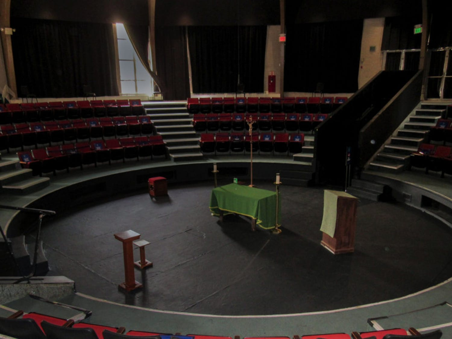 Theater-in-the-Round-Phot-by-Julia-Gallo-scaled