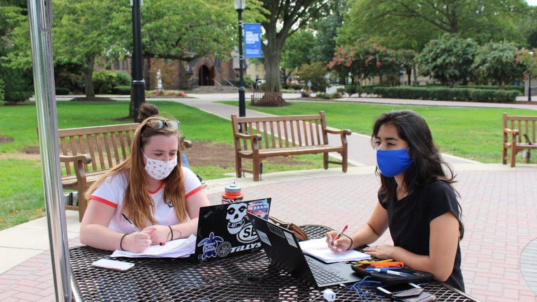 Masks on campus File Photo.jpg