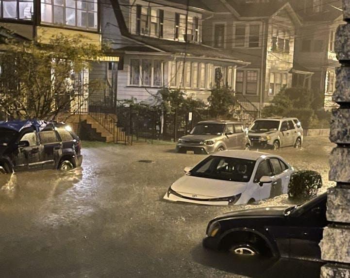 flooding car2.jpg