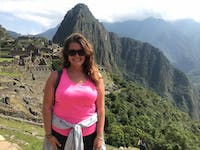 Sarah Kistner decided to travel to Colombia after applying to be in the Peace Corps there, and ended up enjoying the experience. She has experience in education from previously teaching in the Dominican Republic.