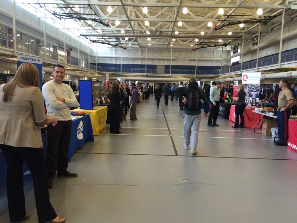 SU students network at career fair