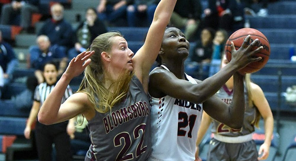 Women's basketball picks up big wins over Bloomsburg, Seton Hill
