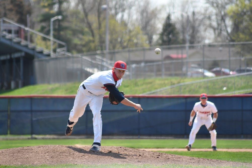 Baseball drops twin bill versus Marauders