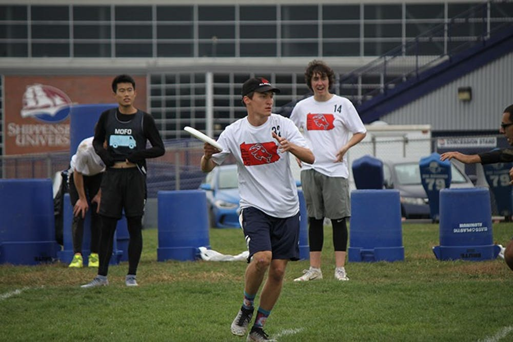 Men's ultimate frisbee finishes fifth at home tournament
