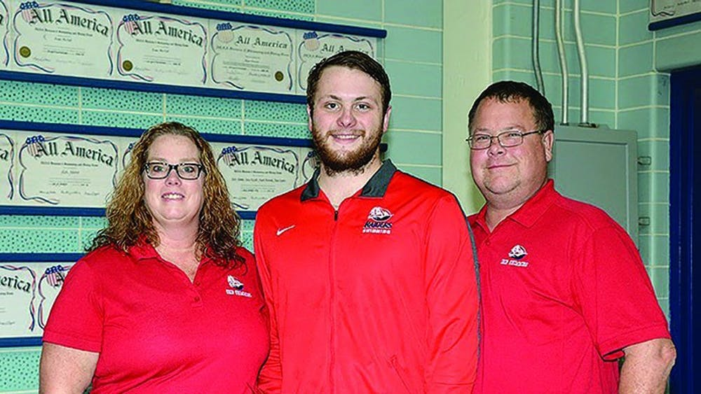 Swimming drops meet on Senior Day
