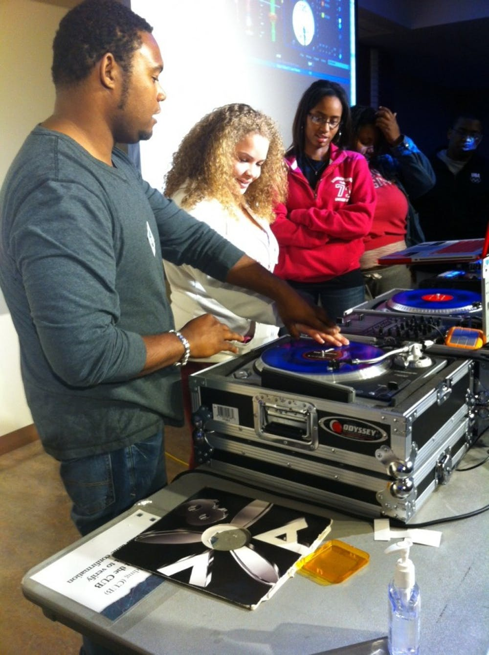 DJ workshop drops the beat with SU students