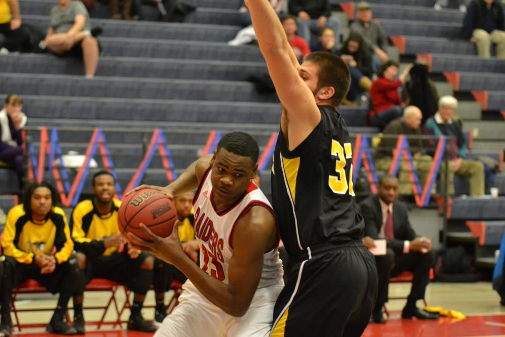 Men's basketball finishes season with a victory