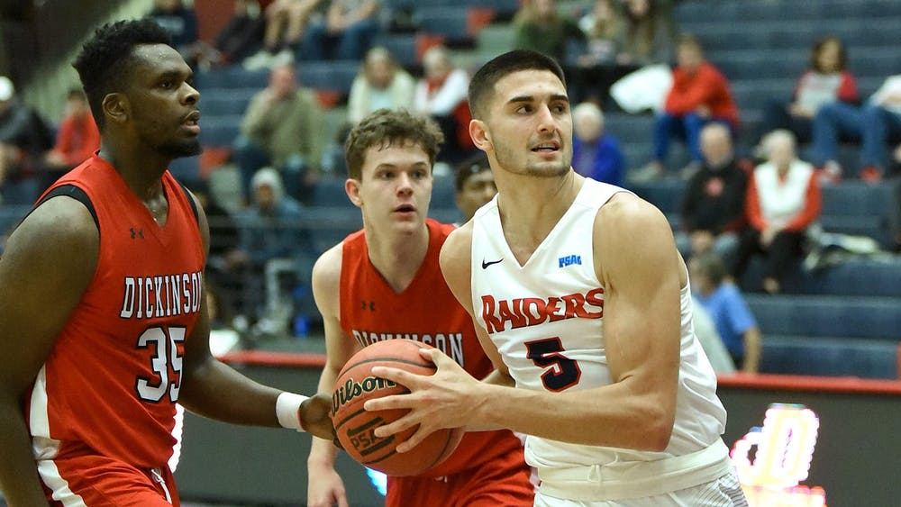 Men's basketball races to 6-1 start behind balanced offensive attack