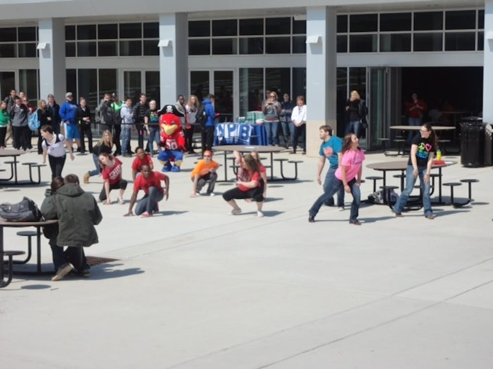 Student flash mob descends on SU campus