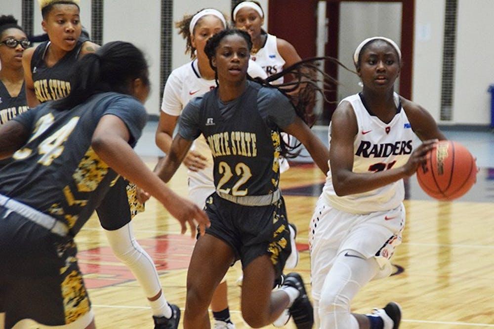 Women's basketball drops season opener, recovers against WJU
