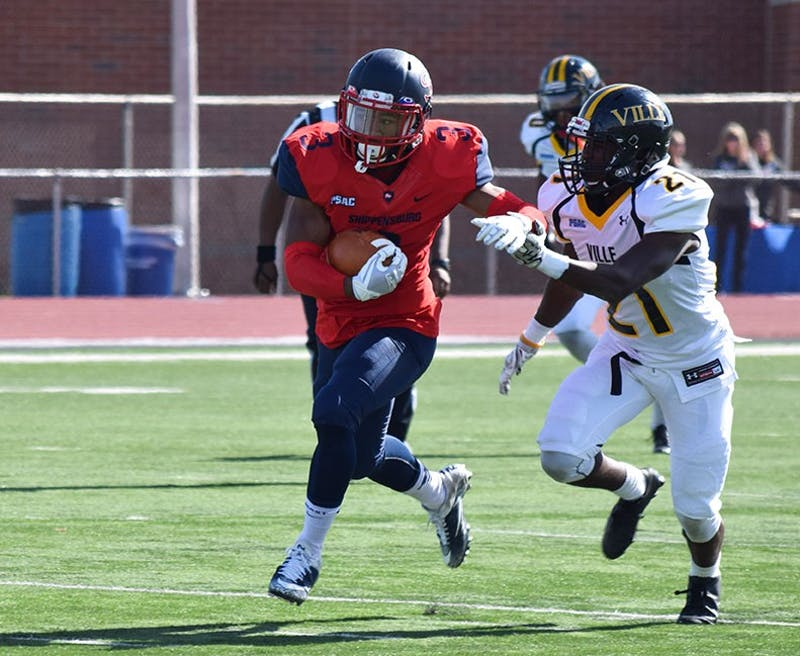 SU's Charles Headen III catches a pass in the first quarter against Millersville University in a 51–14 win over the Marauders on SU's 2017 homecoming.