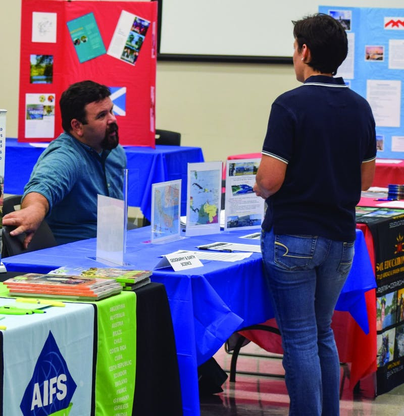 Students learn more about the benefits of study abroad with the assistance of students who have studied overseas before.