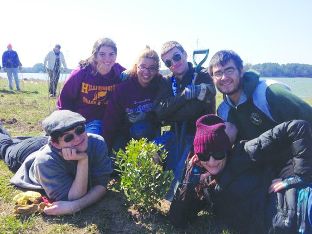 Alternative spring break, fourteen SU students restore shoreline at Chincoteague Bay Field Station at Wallops Island