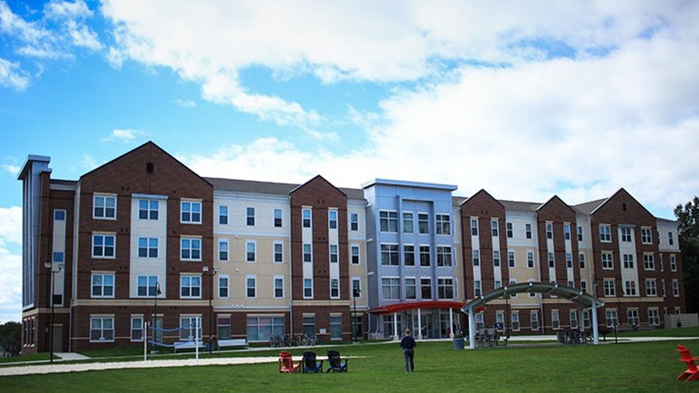 SU continues two-year on campus living requirement