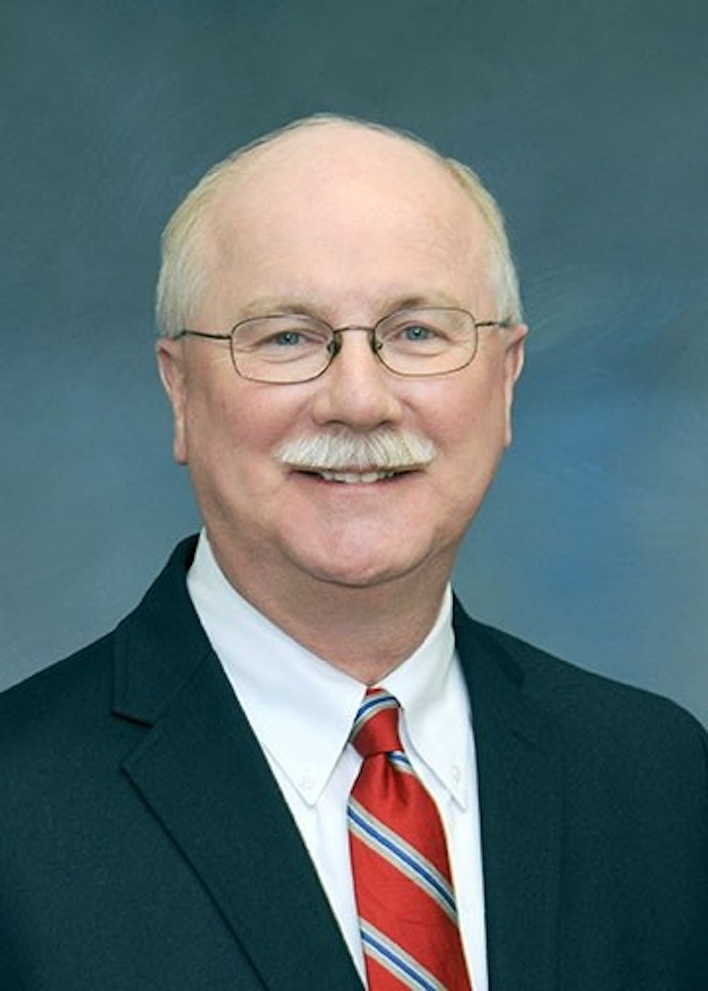 Harpster announces plans to retire as SU's president in January