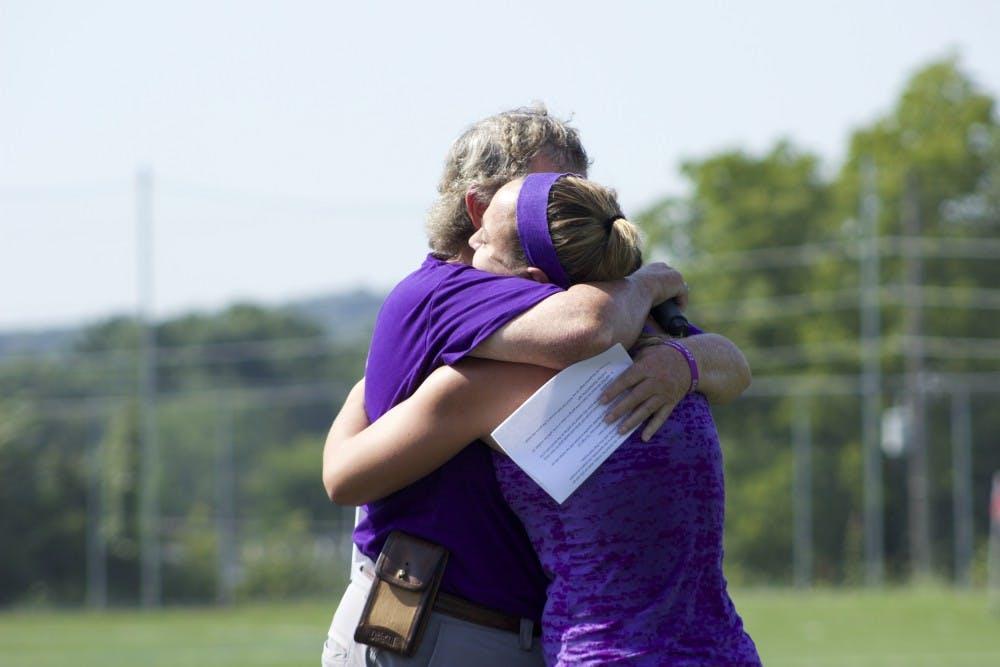 Field hockey team honors deceased teammate and coach