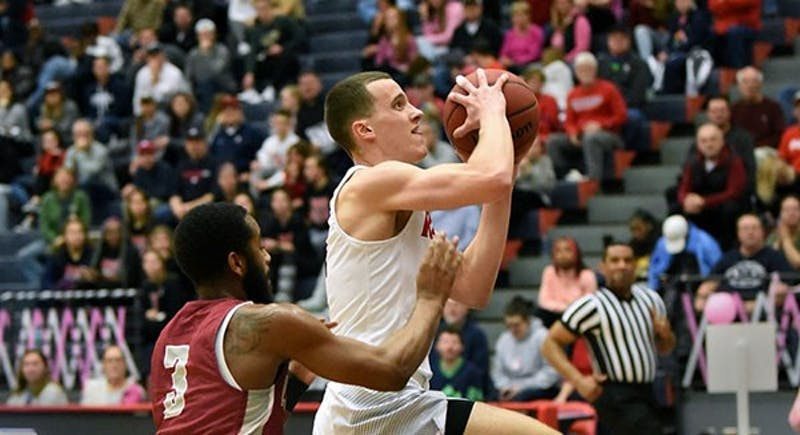Jake Biss scores 22 points in the Raiders' win over Mansfield on Saturday. He made a game-tying layup in the final seconds that sent the game into overtime.