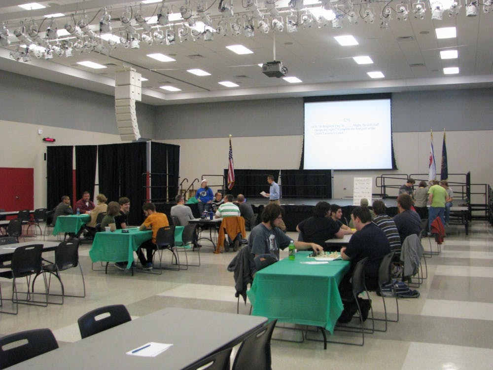 Friday night trivia event challenges students