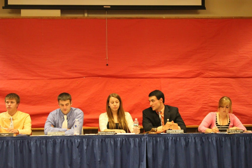 Student Senate conducts business, approves funding