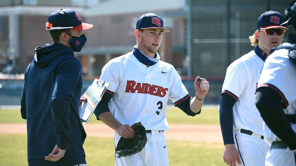 Baseball stretches win streak to six, Lysy tosses complete game