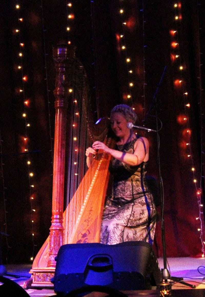 Timbre members unite as they simultaneously play the harp.
