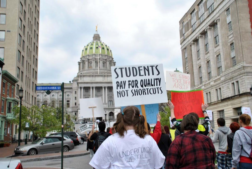 Hundreds rally against Corbett's budget proposal