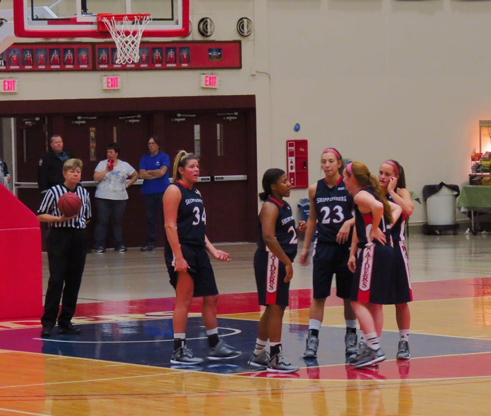 Women's basketball splits Wolf Bus Lines Classic games