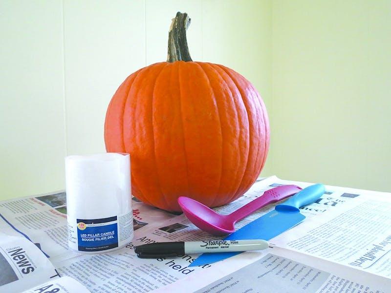 pumpkincarving1MW.jpg