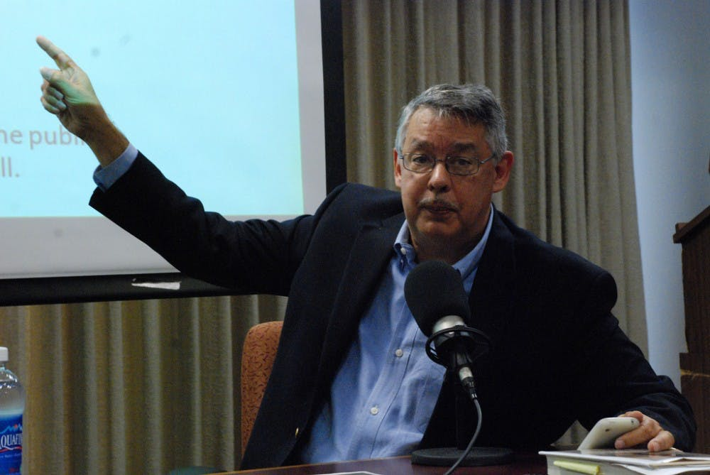 Gonzalez gives presentation on immigration in the US