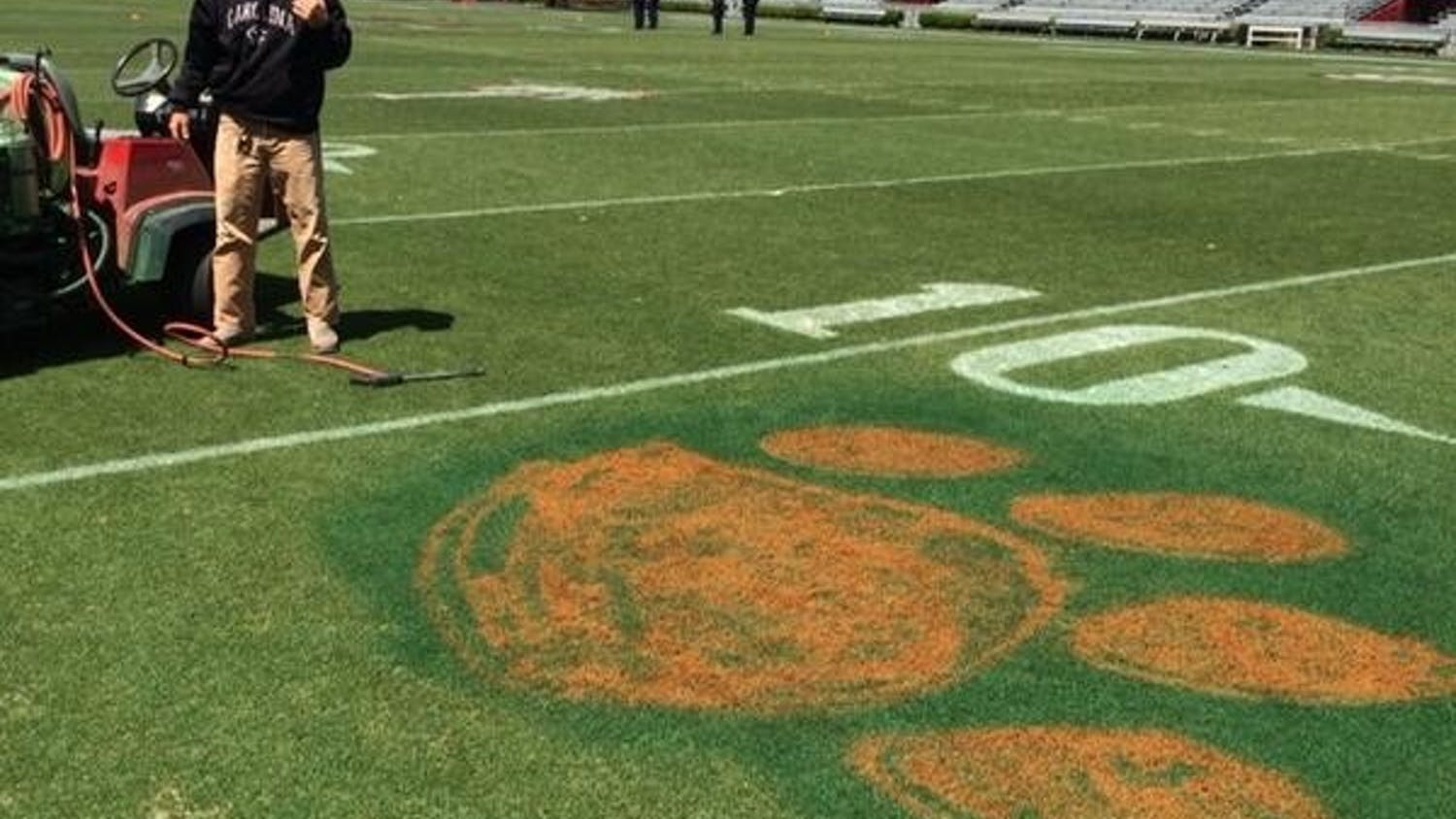 USC strength and conditioning coach Joe Connolly posted this photo of the tiger paw, whose creator is not yet known, on Twitter Thursday.